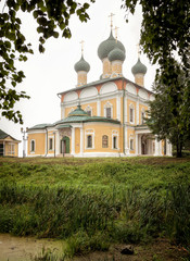 Fototapeta na wymiar Transfiguration Cathedral in the territory of the Kremlin in the city of Uglich