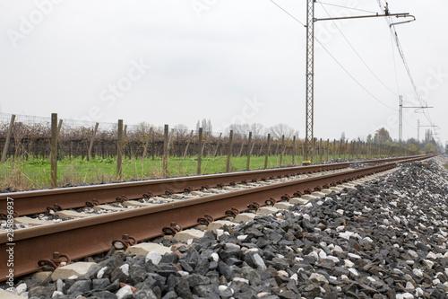 Binario ferrovia in campagna