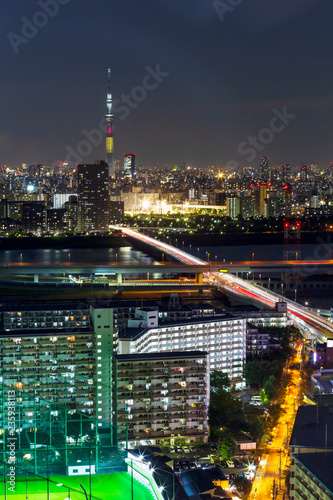 Fotobehang Stad gebouw Tokyo skytree tower in Janpan in night light with brigde and building