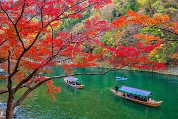 Fototapeta Japoński Colorful Arashiyama in autumn season along the river in Kyoto