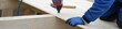 Dachdecker und Zimmermann Banner Holzhaus mit Holzkonstruktion: Arbeit Dachdecken mit Holz