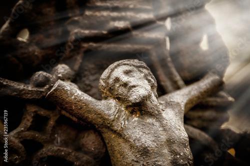 Papiers peints Con. ancienne The crucifixion of Jesus Christ. Antique statue. Religion concept.