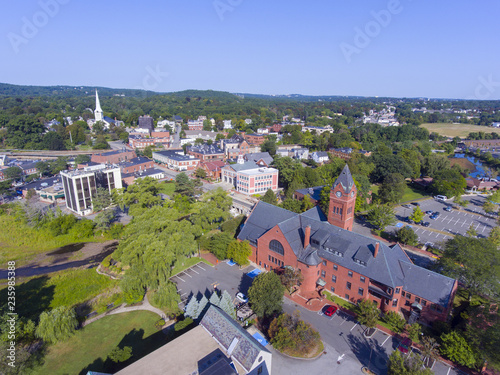Fotografia Winchester Town Hall aerial view at Winchester Center Historic District panorama in downtown Winchester, Massachusetts, USA