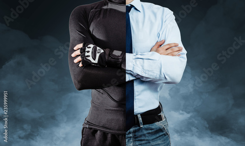 Fotografía  A man dressed in half in athletic clothing and in the other half in a business outfit on a blue, smoky background
