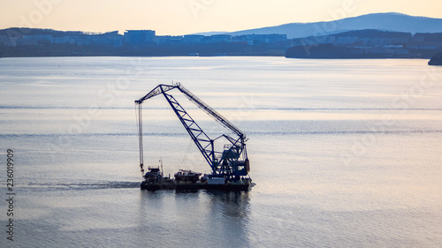 Photo  Floating crane on the background of the island Russian sails through the Bosphor