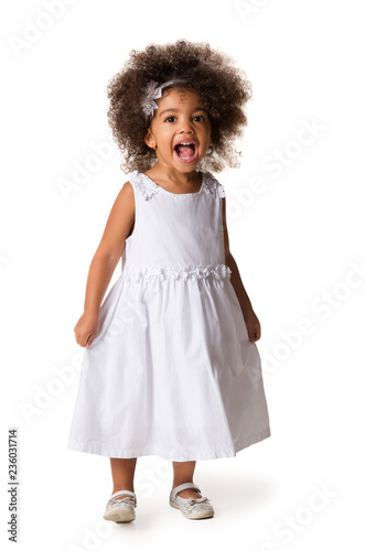 Fotografía  Portrait of little cheerful african american girl, isolated