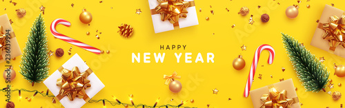 Fotografía  Happy New Year banner, Xmas sparkling lights garland with gifts box and golden tinsel