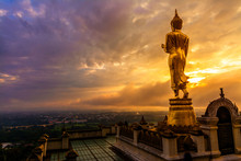 Great Golden Buddha Statue At ...