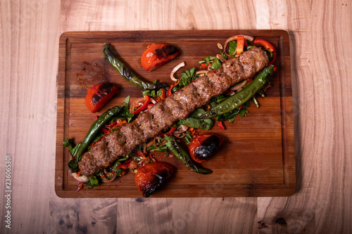 Photo Traditional Turkish Adana Kebab on Wooden Plate