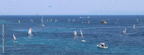 Windsurf in vacanza - sport e divertimento