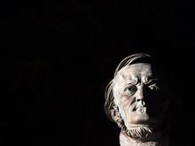 Richard Wagner Büste Auf  Schwarzen Hintergrund