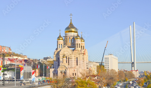 La pose en embrasure Edifice religieux Vladivostok, construction of the Spaso-Preobrazhensky Cathedral near the Central square of the city