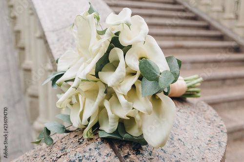 wedding decor, bouquet and accessories