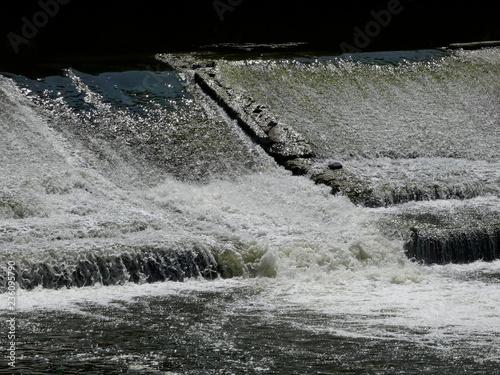 Fotografía  Agua desembalsada