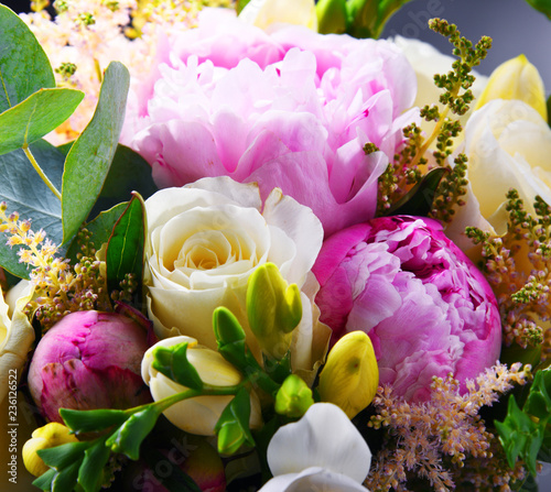 Composition with bouquet of freshly cut flowers © monticellllo