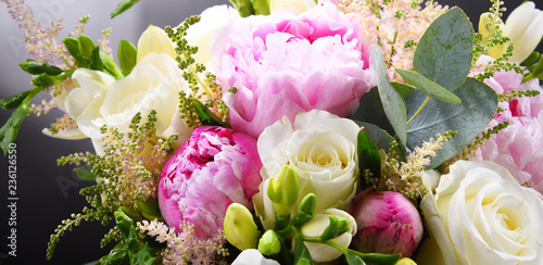 Fotografía  Composition with bouquet of freshly cut flowers