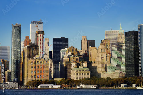 Tuinposter Centraal-Amerika Landen Skyline with famous skyscrapers of Manhattan and East River.
