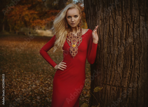 Foto op Canvas Artist KB Pretty blond woman posing in an autumnal park