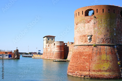 Foto View of the landmark Fortezza Vecchia, an old fortress with a tower located in L