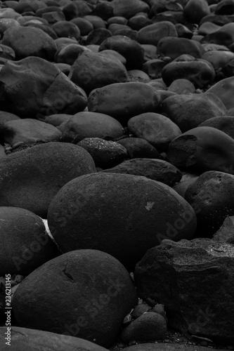 Fotografía  Big smooth black beach stones background