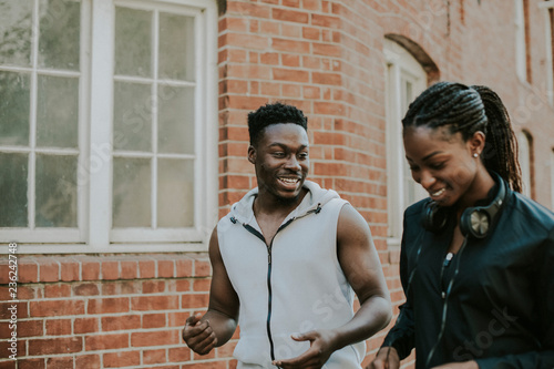Fotografía  Fit couple jogging out together