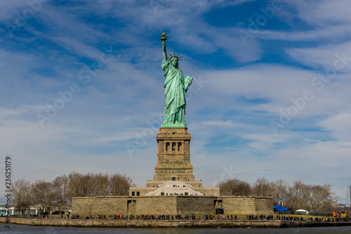 Cadres-photo bureau Commemoratif Front view of The Statue of Liberty on Liberty island with blue sky background, Landmarks of New York City, USA