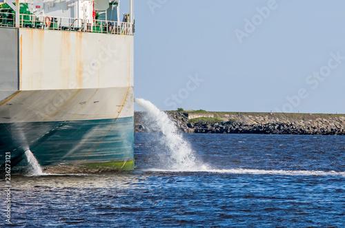 Photo Tanker discharging ballast into the harbor