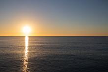 Lever Du Soleil En Méditerran...