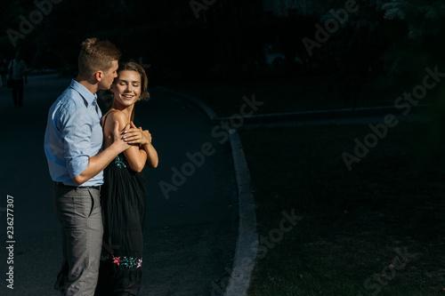 Photo  happy, loving couple hugging