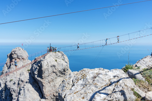 Foto  Suspension bridge over the abyss