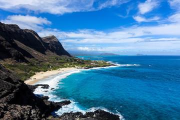 Hawajskie morze z urwiska, O'ahu, Hawaje