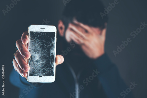 Fotografía  sad man hand broken phone