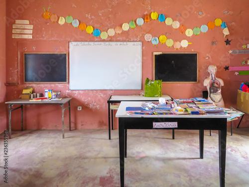 Fotografie, Tablou  Klassenzimmer der Grundschule (Escola primária) in Povoacao Velha, Boa Vista, Ka