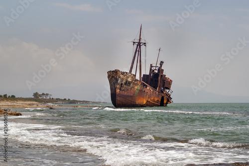 In de dag Schip An old rusty ship that is thrown into a shallow water near the Glyfada beach. Shipwreck Dimitrios at Laconia, near Gythio, Peloponessеs, Greece.Photo taken September 2018.