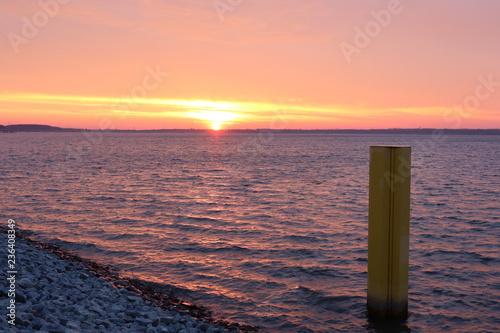 Foto op Aluminium Poort Morgens am Neuen Hafen in der Lausitz