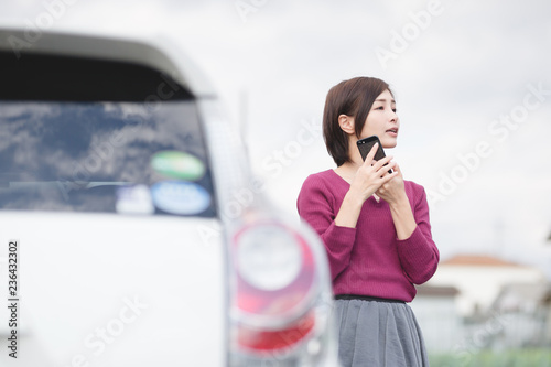 Fotografie, Obraz  自動車・スマホ・女性