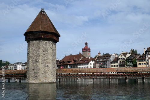 Photographie  Historic city center of Lucerne with famous Chapel Bridge, the city's symbol and