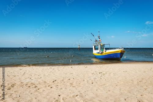 Fotografie, Obraz  kuter rybacki na brzegu morza Bałtyckiego