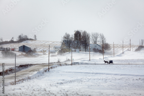 Fotografía Amish buggy travels a country road in upstate New York on a cold day in January