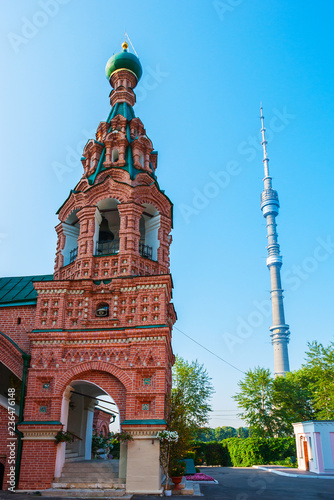 Keuken foto achterwand Aziatische Plekken The belfry of the ornate Ostankino Life-giving Trinity Church and the modern Ostankino Tower on the bakground, Moscow, Russia.