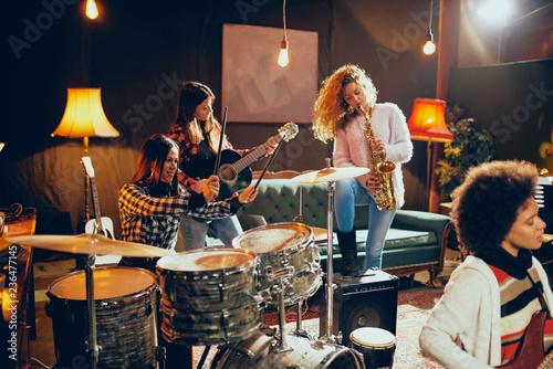 Fotografie, Obraz  Girls playing jazz music