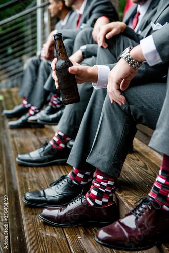 Tuinposter Bier / Cider Groomsmen drinking beer before rainy day wedding