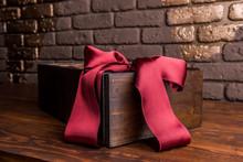 Box Black Round Ribbon Bow Claret Red Velvet Elegant Expensive Beautiful Festive Christmas Surprise