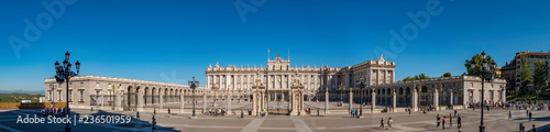 Fotografiet Panorama of the facade of the Royal Palace (Palacio Real) one of the most import