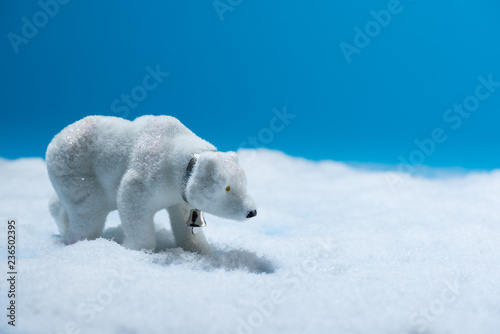 In de dag Ijsbeer Decorative toy polar bear in faux snow with blue background.