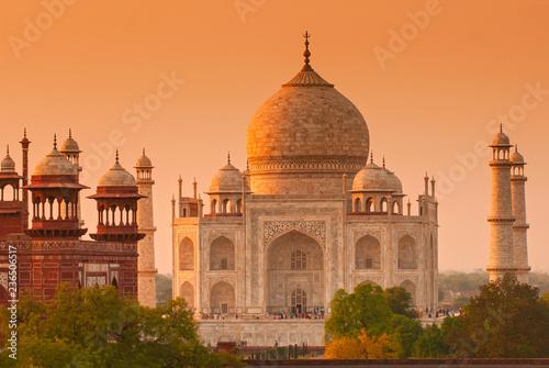 Photo Taj Mahal at sunrise, Agra, Uttar Pradesh, India.