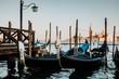 Gondeln am Canale Grande In Venedig Italien