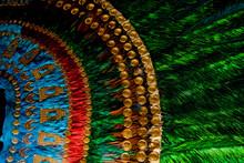 Penacho Del Moctezuma Azteca Mexicano Detalle De Plumas De Quetzal Del Emperador Azteca