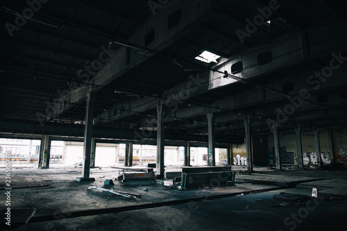 Abandoned warehouse space  - 236565788