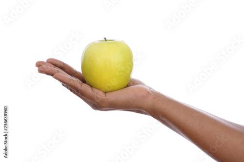 Photo femme noire africaine jeune tenant une pomme en main